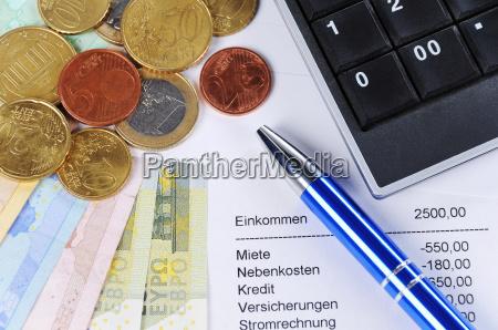 euroscheine und muenzen mit kugelschreiber tabelle