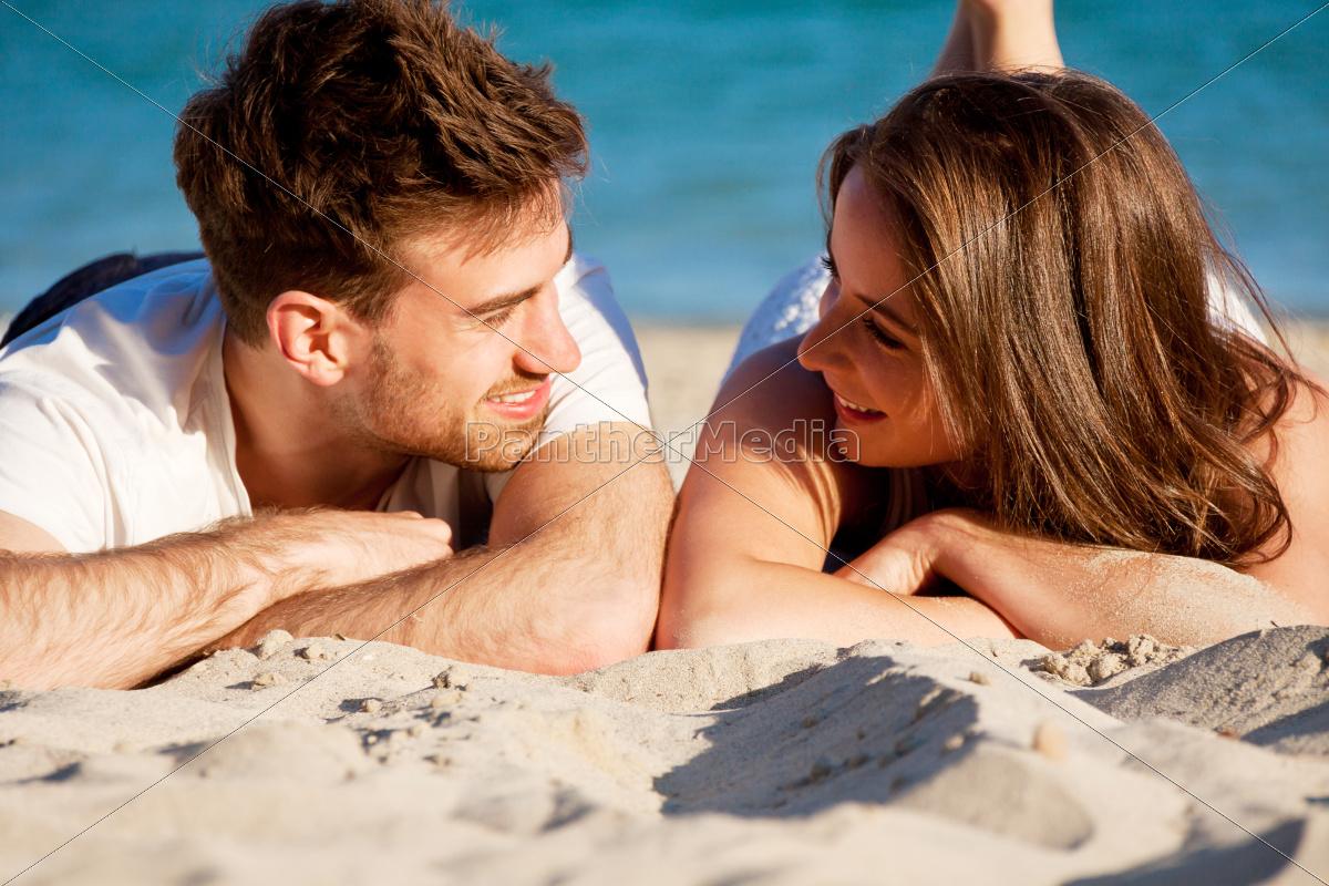 image Junges paar fickt am strand von timmendorf und wird gefilmt