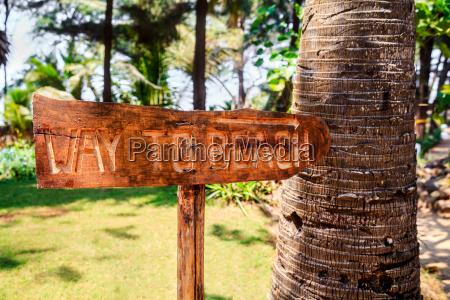horizontal way to beach sign