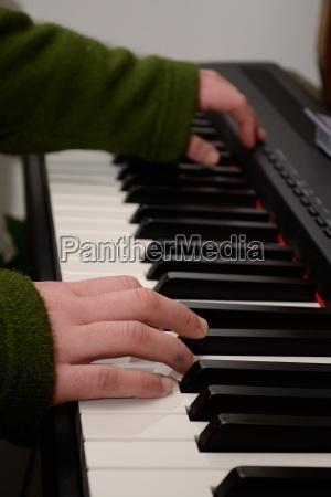 pianistin am werk