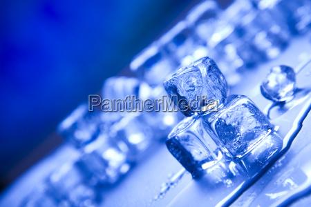 glas becher trinkgefaess kelch tasse kalt