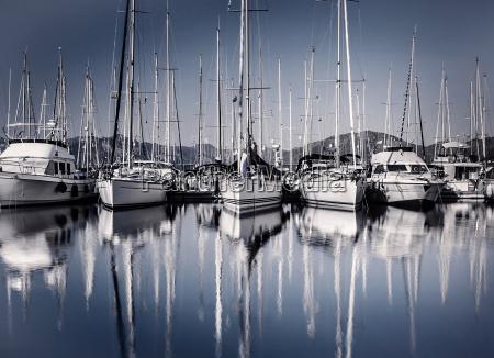 segelboothafen in abend