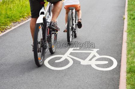 fahrradverkehrsschild, und, fahrradfahrer - 9775808