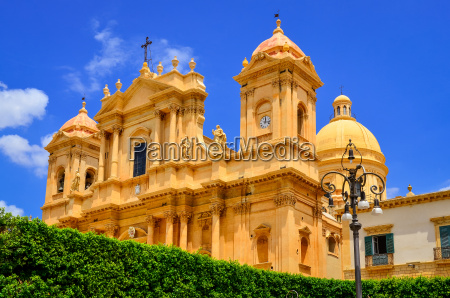 view of baroque style cathedral in