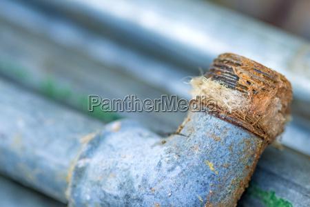 alteswasserrohr mit defekter dichtung