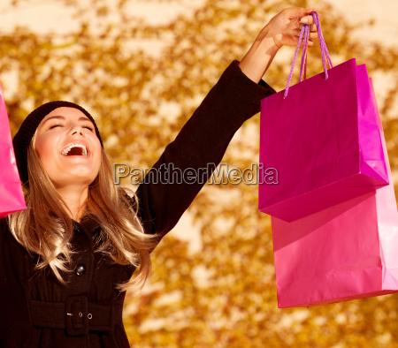 frau hand einkaufen shoppen shopping taschen