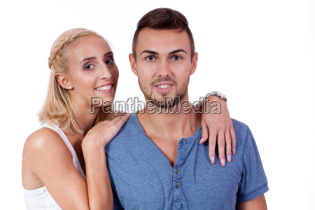 lachendes verliebtes junges paar isoliert