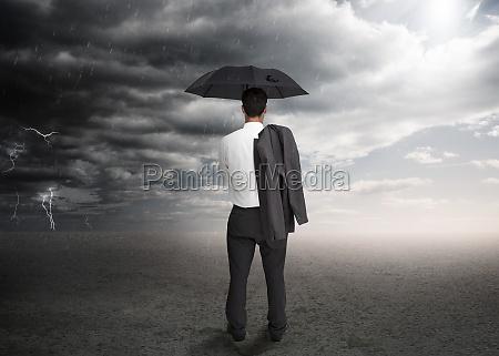 geschaeftsmann mit einem regenschirm