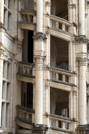 wendeltreppe im schloss chambord loire frankreich