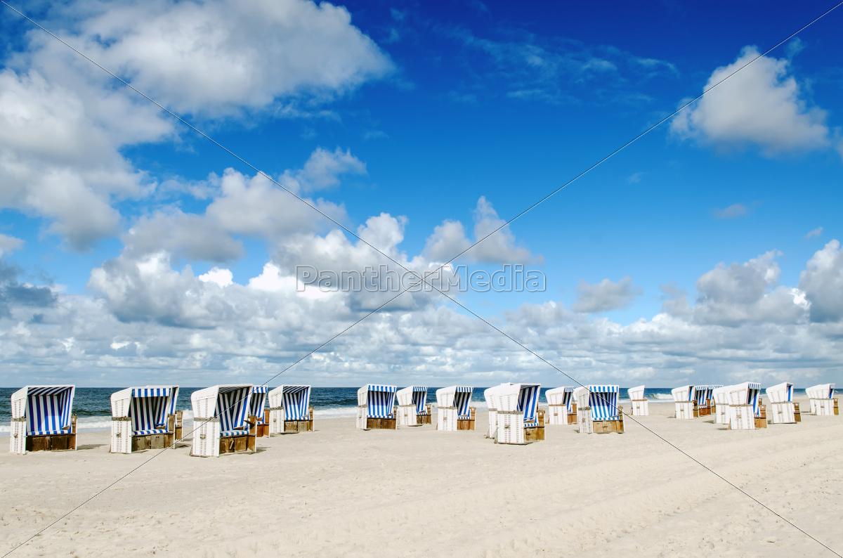 Strandkörbe  Strandkörbe am Strand von Sylt - Lizenzfreies Foto - #10014436 ...