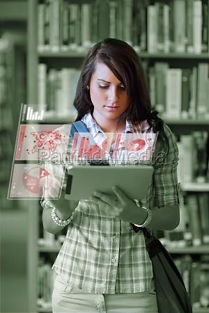 netter kursteilnehmer arbeitet an ihrem digitalen