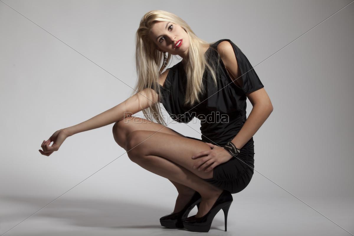 5d52286ca559 schöne Frau in einem Abendkleid - Lizenzfreies Bild -  10109633 ...
