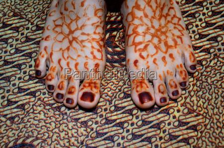 henna on foots of indonesian wedding