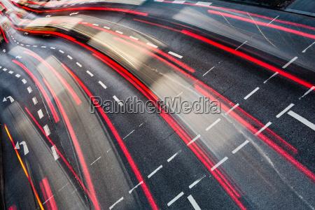 bewegung verwischt stadtstrassenverkehr