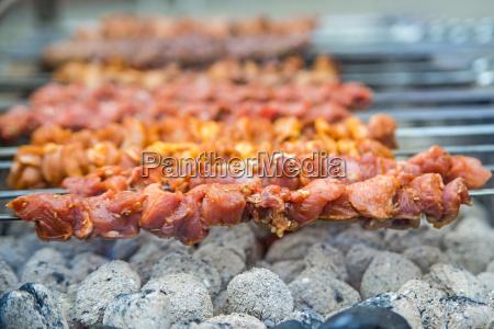 kebap lammspiesse auf dem grill