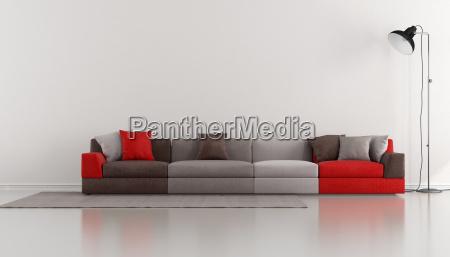 minimalist lounge mit bunten modernen