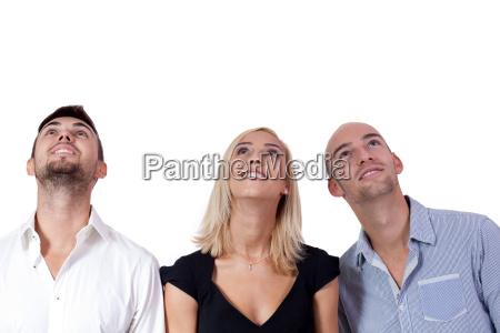 junge gruppe geschaeftsleute schauen nach oben