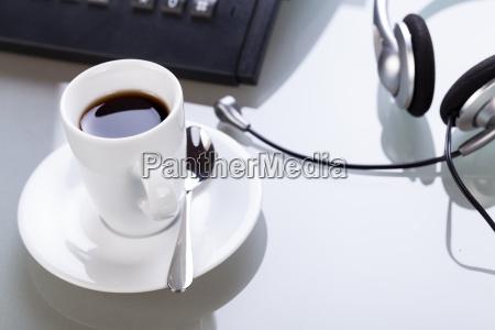 kaffee pause am schreibtisch arbetsplatz mit