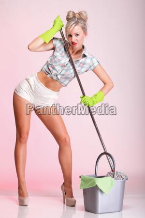 pin up maedchen frau hausfrau cleaner