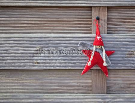 weihnachtswichtel auf holz