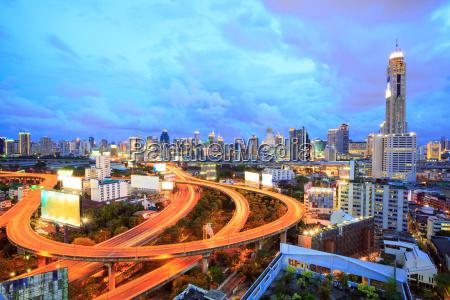 bangkok innenstadt in der daemmerung
