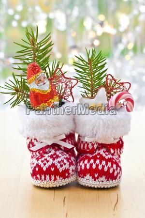 kleine stiefel mit geschenken zu weihnachten