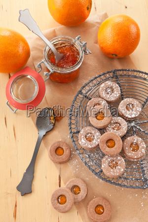 mit orangenmarmelade gefuellte plaetzchen