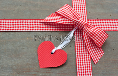 heart checked red white loop bow