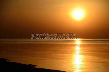 sonnenaufgang am meer und strand