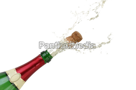 champagner spritzt an silvester aus einer
