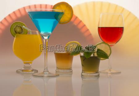 glas becher trinkgefaess kelch orange apfelsine