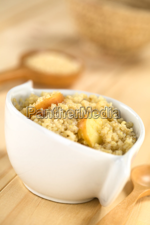 quinoa porridge with apple and cinnamon