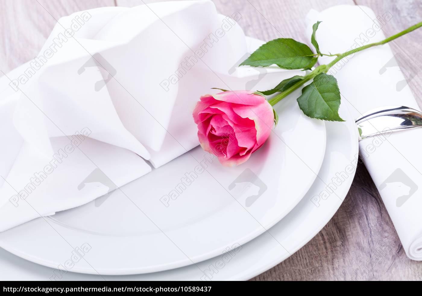 romantisch gedeckter tisch mit silberbesteck und einer lizenzfreies bild 10589437. Black Bedroom Furniture Sets. Home Design Ideas