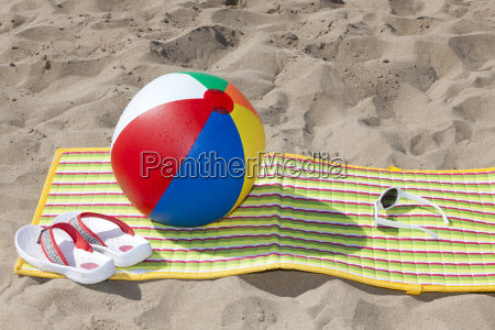 beach mat with flip flops and