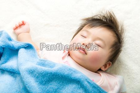 asiatisches baby schlafen