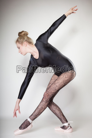 modernen stil frau balletttaenzer in voller