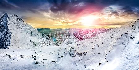 panorama blick auf weisse berge im