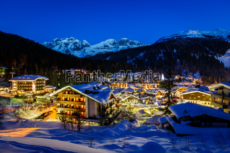 beleuchtet skigebiet von madonna di campiglio