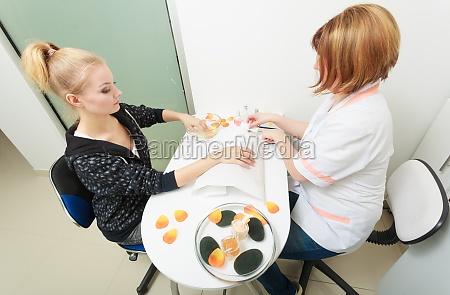 schoene reinigung kuscheln haende weibliche kunde