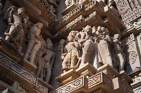 menschliche skulpturen im vishvanatha tempel khajuraho