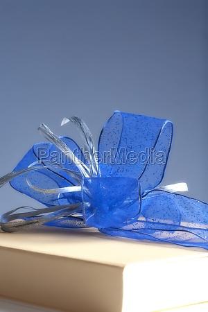 blau praesentieren geschenk packung luxus aufwand