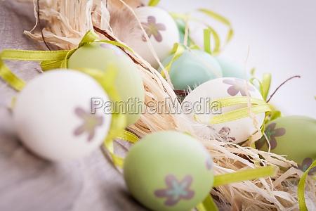 verdi colorate uova di pasqua dipinte
