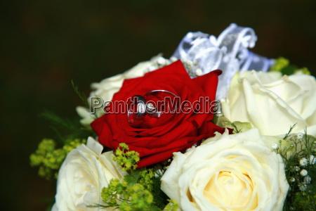 Blumenstrauß, Brautstrauß, Eheringe, Hochzeit, Liebe, Ring - 10868094