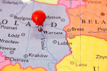 red pushpin auf der karte auf