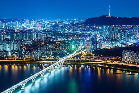 turm fahrt reisen bauten stadt metropole