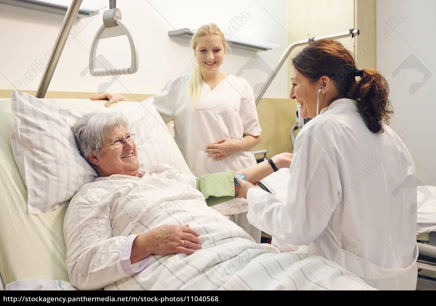 krankenhaus, patientin, Ärztin, schwester - 11040568