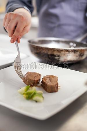 frisches filet mit feiner sauce zubereitet