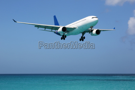 plane lands on the sea on