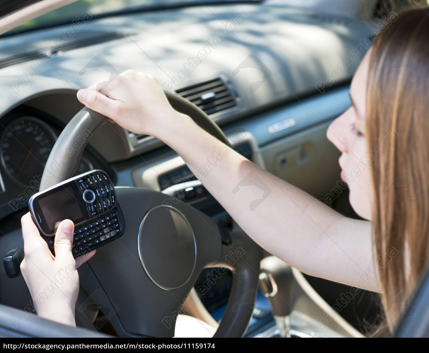 jugendliche, texting, und, fahren - 11159174