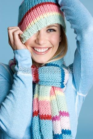 spielerische winterfrau